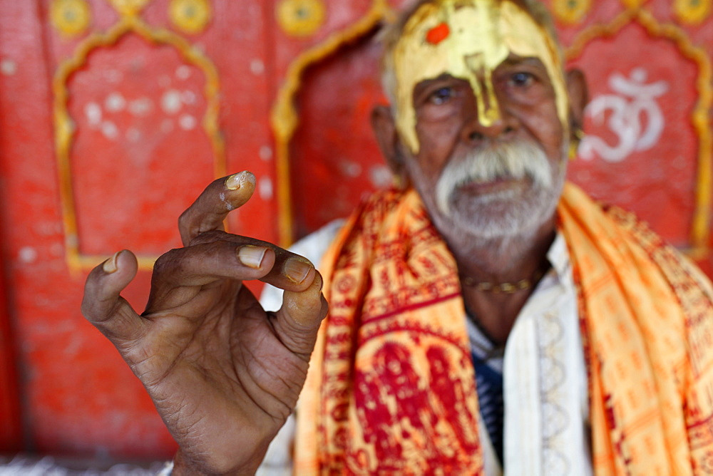 Hindu blessing, Mathura, Uttar Pradesh, India, Asia