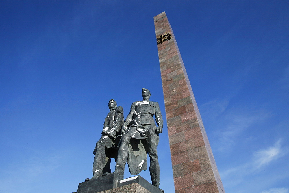 Bronze figures representing the soldiers who defended Leningrad from the Germans during World War II, Victory Square War Memorial, St. Petersburg, Russia, Europe