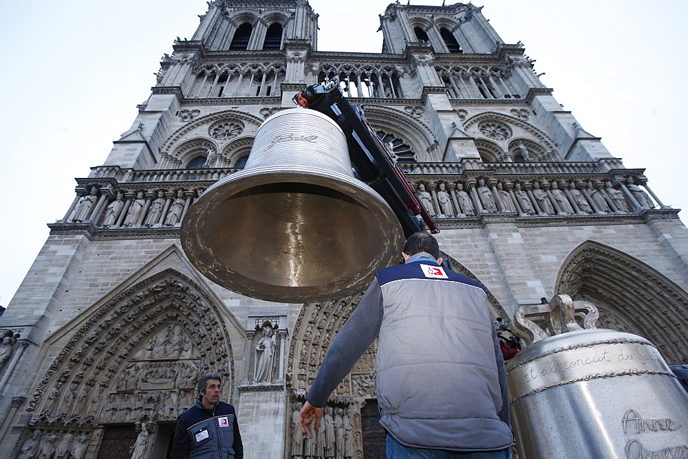 Arrival of the new bell chime on the 850th anniversary, Notre-Dame de Paris, Paris, France, Europe