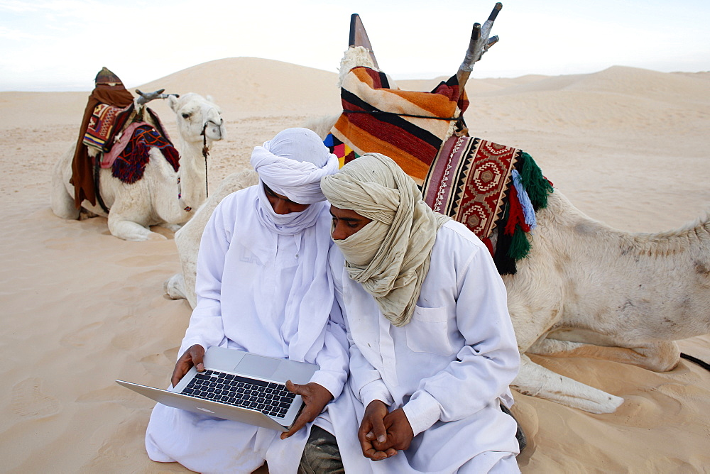 Bedouins using a laptop in the Sahara, Douz, Kebili, Tunisia, North Africa, Africa