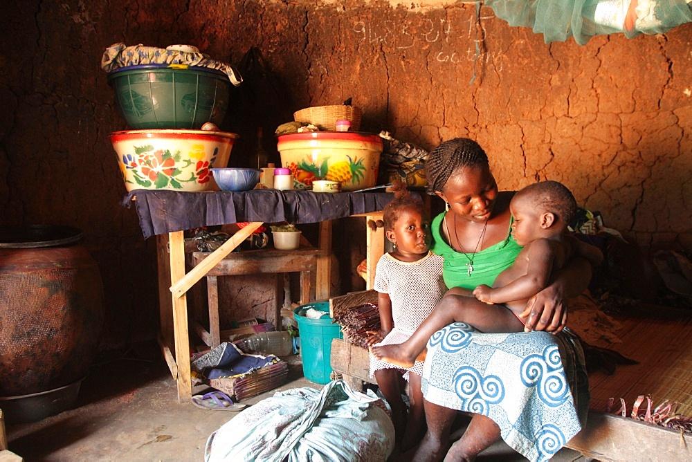 An African mother and her children, Tori, Benin, West Africa, Africa