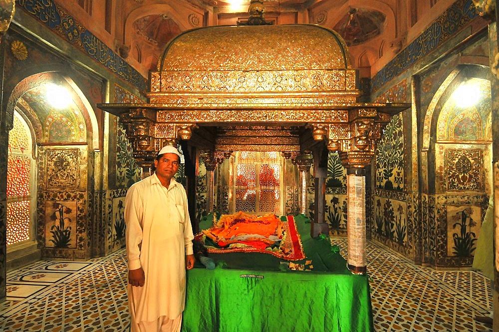 Tomb of Salim Chishti, Jama Masjid mosque at Fatehpur Sikri, Uttar Pradesh, India, Asia