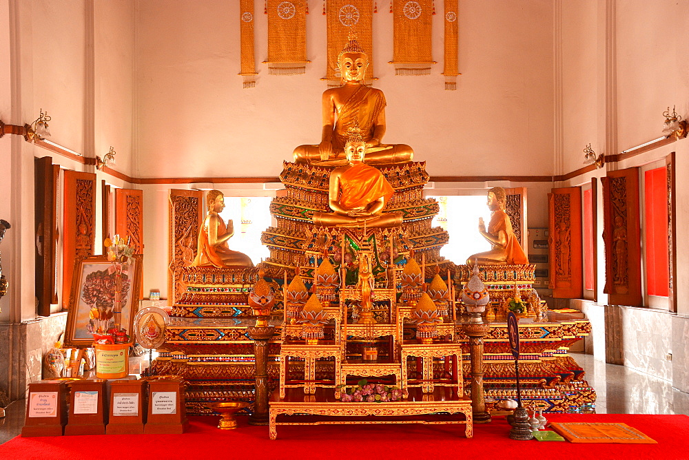 Inside Wat Devaraj Kunjara, Bangkok, Thailand, Southeast Asia, Asia