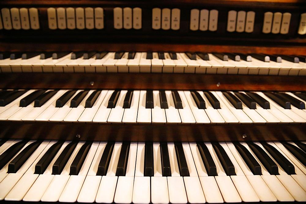 Organ, Notre-Dame du Perpetuel Secours Basilica, Paris, France, Europe
