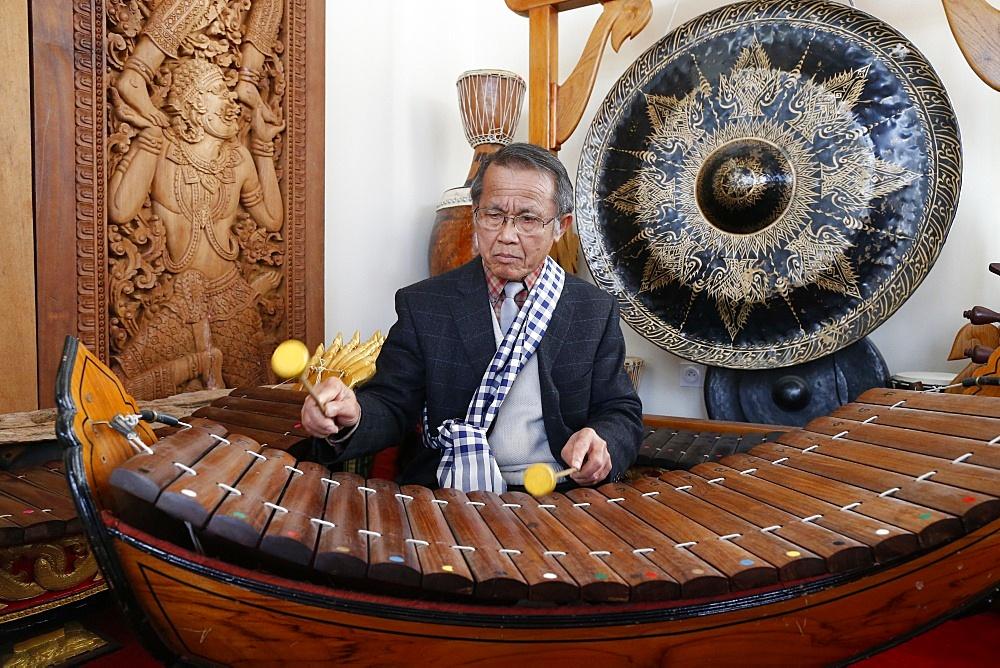 Wat Velouvanaram.  Laotian traditional music.  Xylophone Lanat.