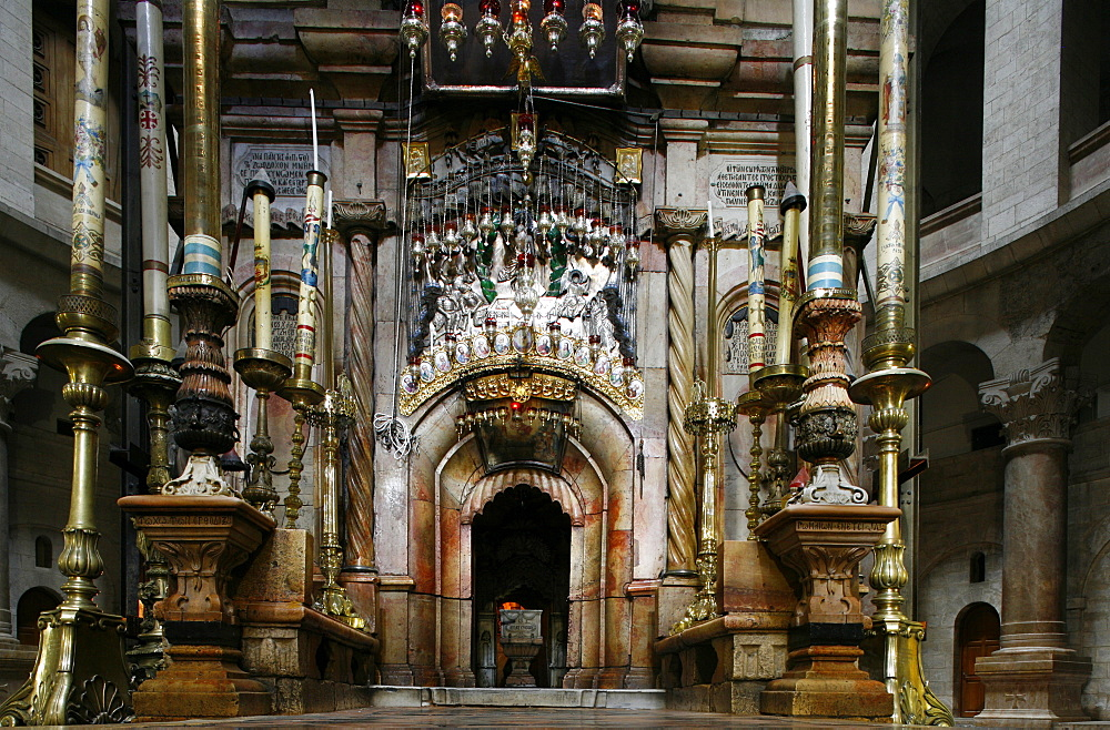 Tomb of Jesus at Church of the Holy Sepulchre, Old City, Jerusalem, Israel, Middle East