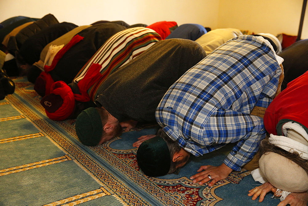 Naqshbandi Muslims praying, Bobigny, Seine-Saint-Denis, France, Europe