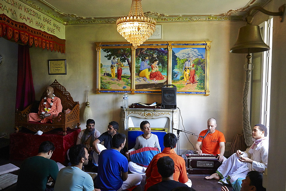 Devotees chanting kirtans in the Sarcelles ISKCON temple, Sarcelles, Val d'Oise, France, Europe