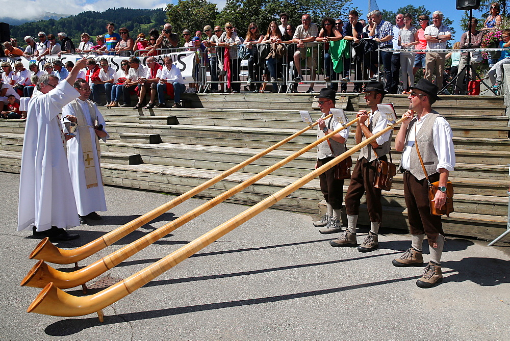 Saint-Gervais traditional mountain guides festival, alphorn players, Saint-Gervais-les-Bains, Haute Savoie, France, Europe
