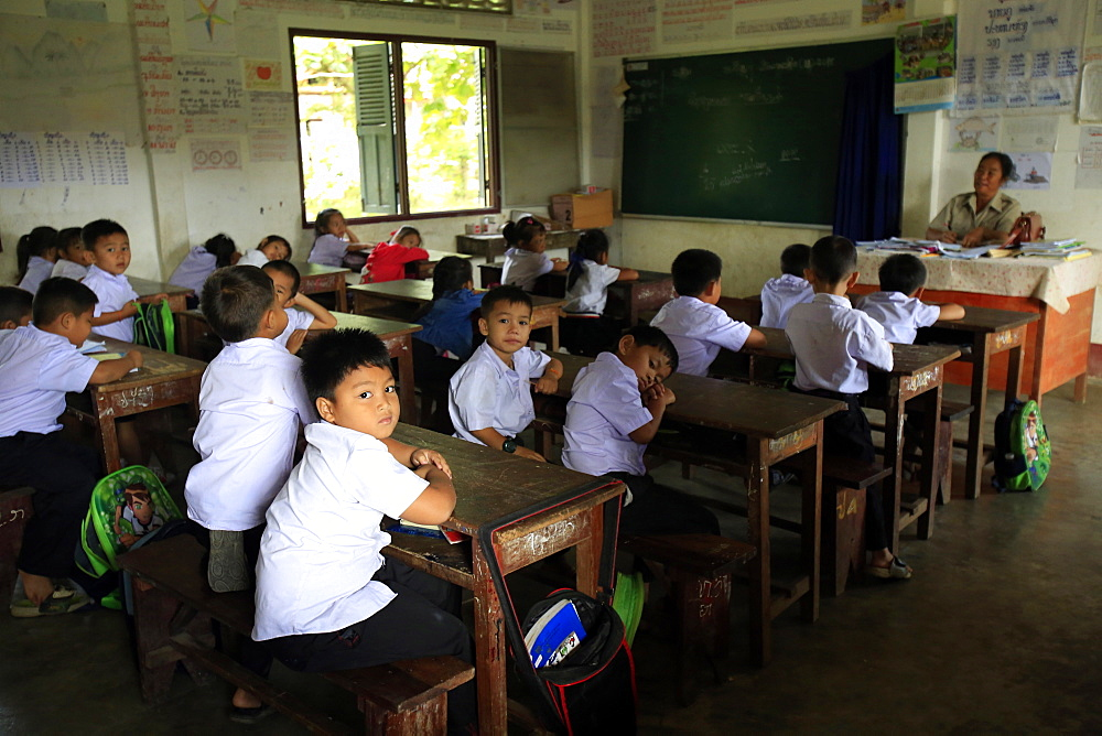 Schoolchildren in classroom, elementary school, Vang Vieng, Vientiane Province, Laos, Indochina, Southeast Asia, Asia