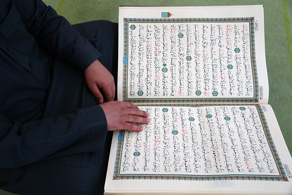 Imam reading the Quran in a mosque, Seine-e-Marne, France, Europe