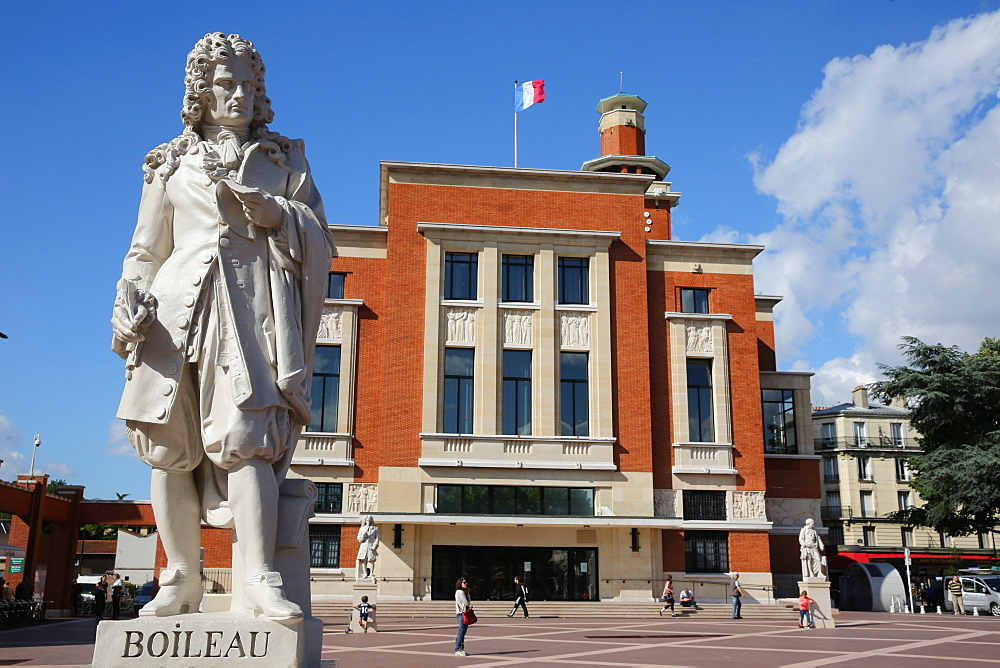 Boileau statue, Place Emile Cresp, Montrouge, Hauts-de-Seine, France, Europe