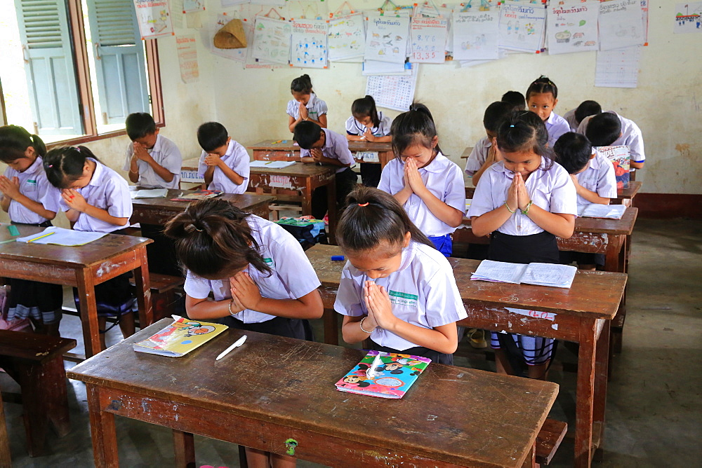 Schoolchildren in classroom, Elementary School, Vieng Vang, Laos, Indochina, Southeast Asia, Asia