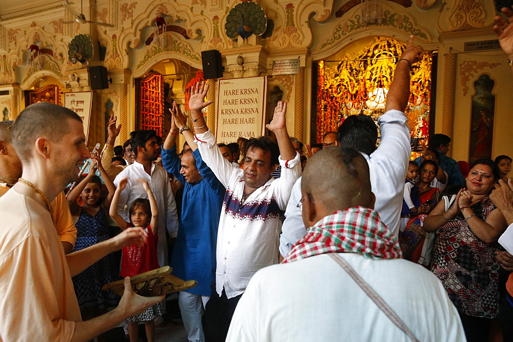 Dancing and chanting at Krishna-Balaram temple, Vrindavan, Uttar Pradesh, India, Asia