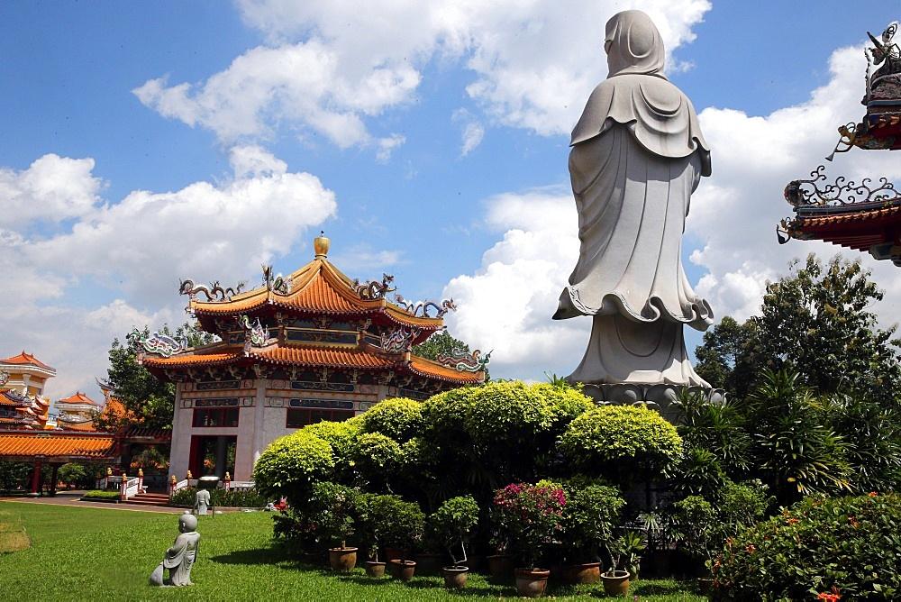Bodhisattva Avalokitesvara, Guanyin statue (Quan Am), Kong Meng San Phor Kark See Monastery, Singapore, Southeast Asia, Asia