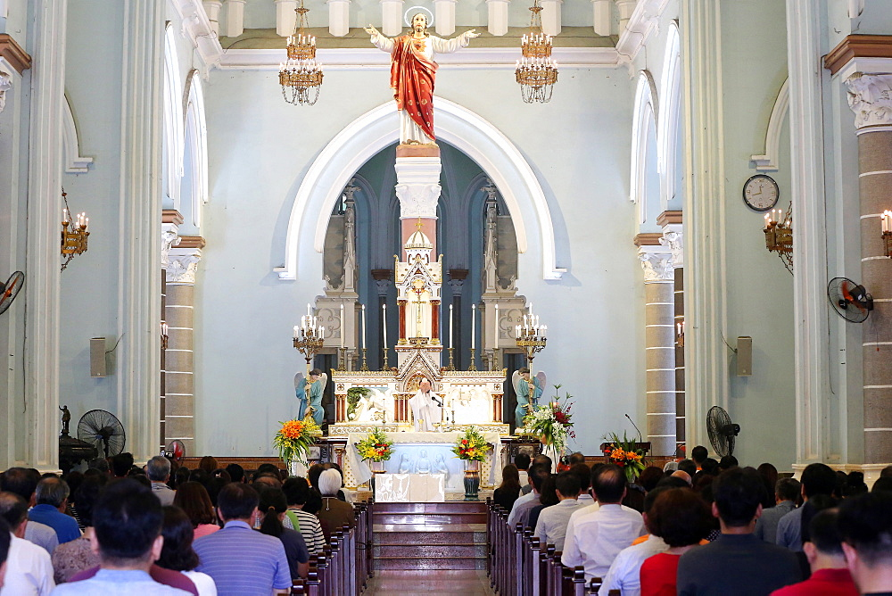 Sunday Mass celebration, Eucharist, St. Philip Church (Huyen Sy Church), Ho Chi Minh City, Vietnam, Indochina, Southeast Asia, Asia