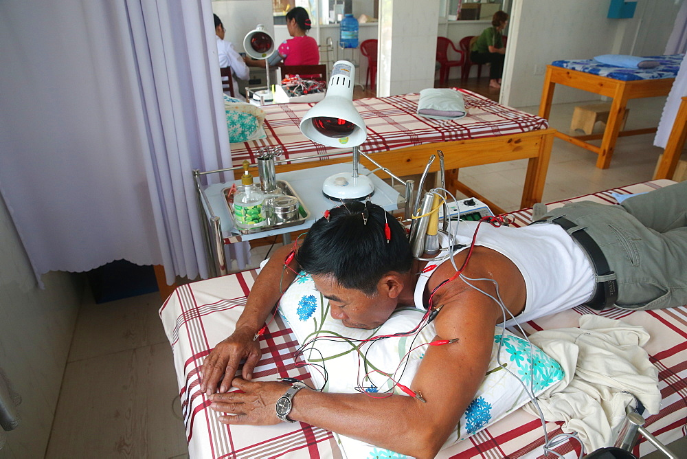 Acupuncture, Vietnamese traditional medicine clinic, Cu Chi, Vietnam, Indochina, Southeast Asia, Asia