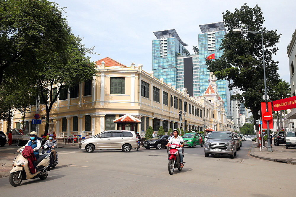 Pasteur Street and Vincom Center shopping mall, Hi Chi Minh City, Vietnam, Indochina, Southeast Asia, Asia