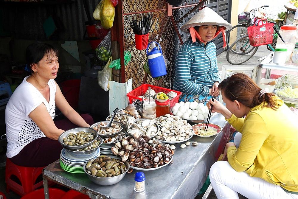 Street seafood, Vietnamese restaurant, Hi Chi Minh City, Vietnam, Indochina, Southeast Asia, Asia