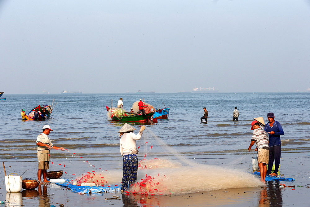 Fishermen preparing a net on the beach, Vung Tau, Vietnam, Indochina, Southeast Asia, Asia