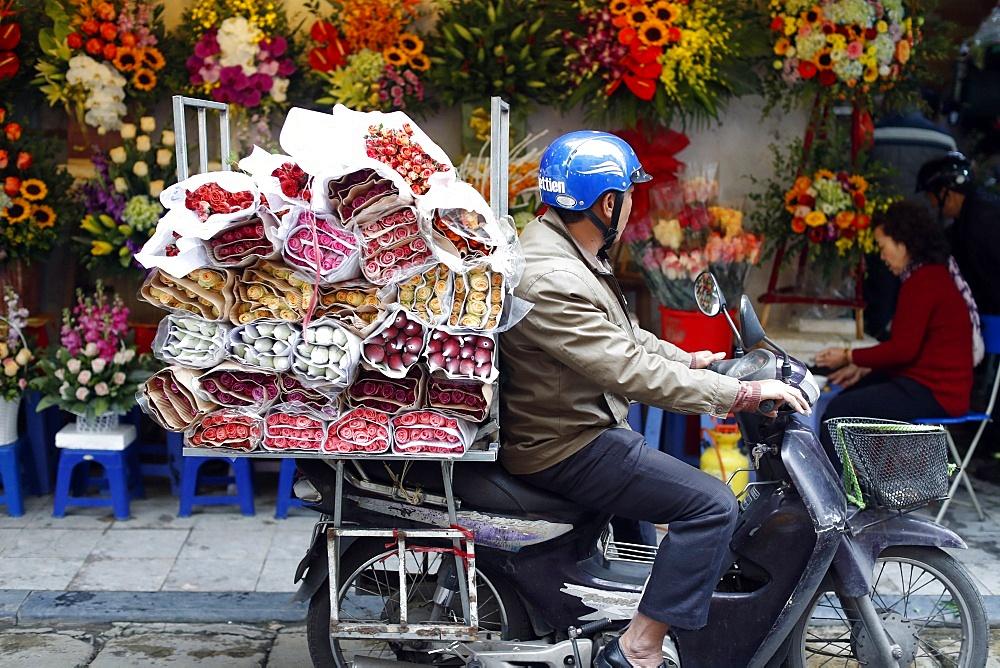 Motor bike at flower market, Hanoi, Vietnam, Indochina, Southeast Asia, Asia - 809-7389