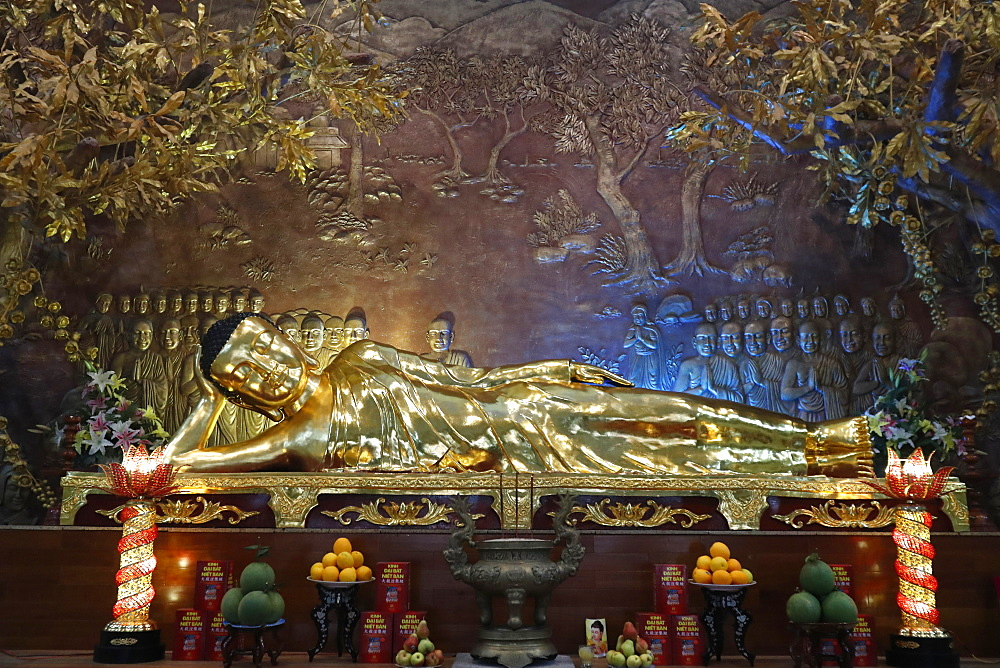 Golden reclining Buddha statue, Minh Dang Quang Buddhist temple, Ho Chi Minh City, Vietnam, Indochina, Southeast Asia, Asia