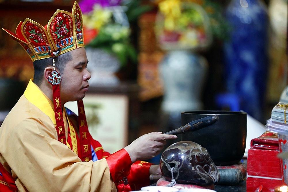 Buddhist ceremony, Ly Trieu Quoc Su Pagoda, Hanoi, Vietnam, Indochina, Southeast Asia, Asia - 809-7442