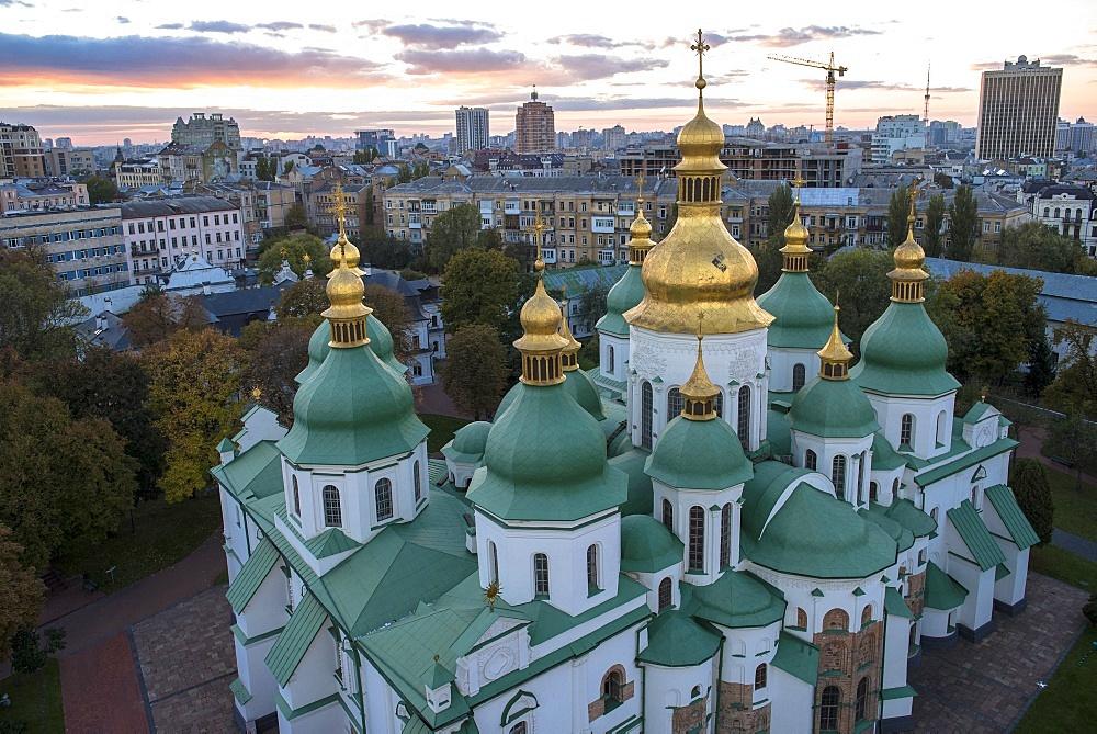 Domes of Santa Sophia's Cathedral, UNESCO World Heritage Site, Kiev, Ukraine, Europe