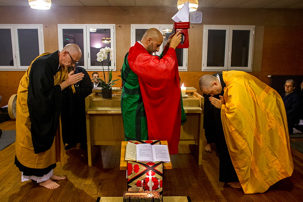 Kito ceremony during a Zen sesshin (retreat) in Lanau, Cantal, France, Europe - 809-7507