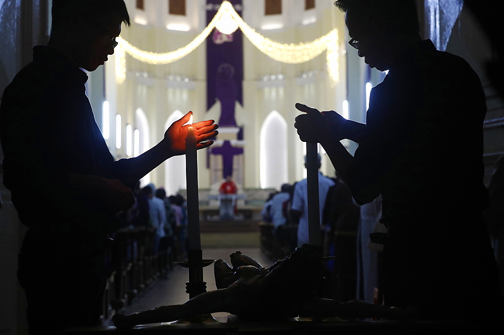 Catholic Mass on Good Friday of Holy Week, Gia Dinh Church, Ho Chi Minh City (Saigon), Vietnam, Indochina, Southeast Asia, Asia