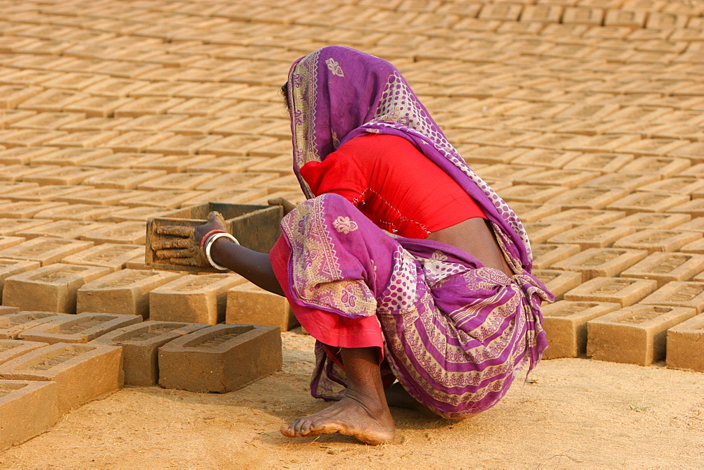 Worker in a West Bengal brick factory, Gamarkunda, West Bengal, India, Asia
