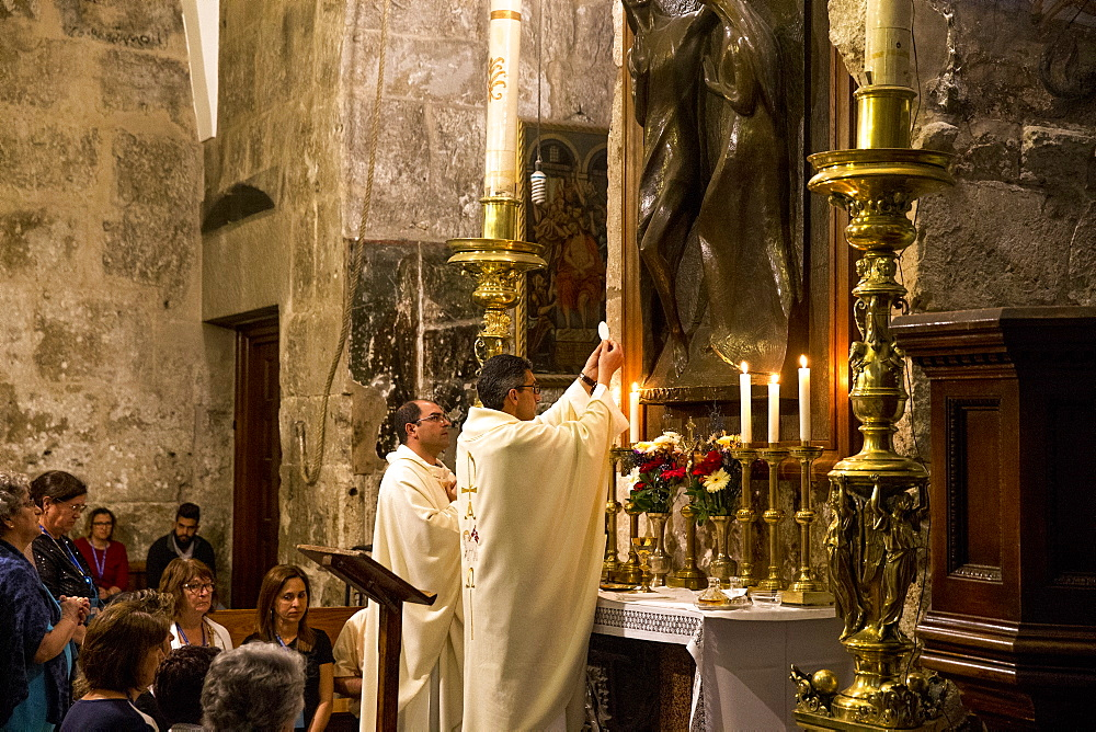Catholic pilgrims worshipping at the Church of the Holy Sepulchre, Jerusalem, Israel, Middle East - 809-7661