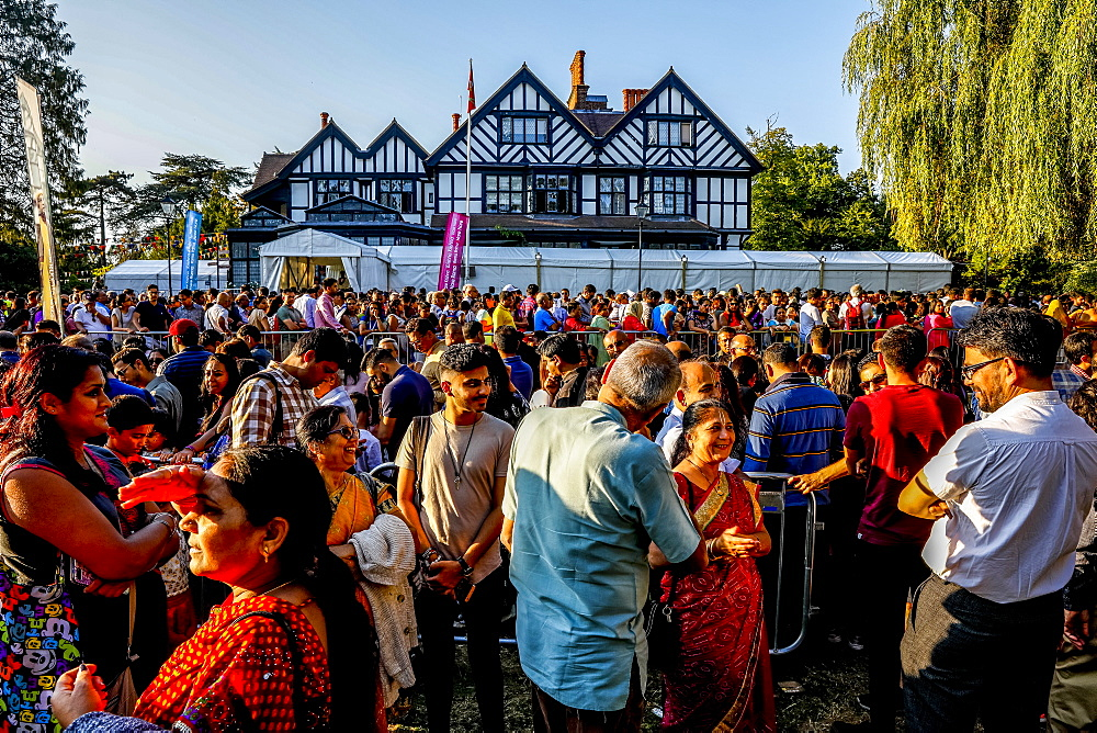 Queue outside the temple for the Janmashtami Hindu festival at Bhaktivedanta Manor, Watford, England, United Kingdom, Europe