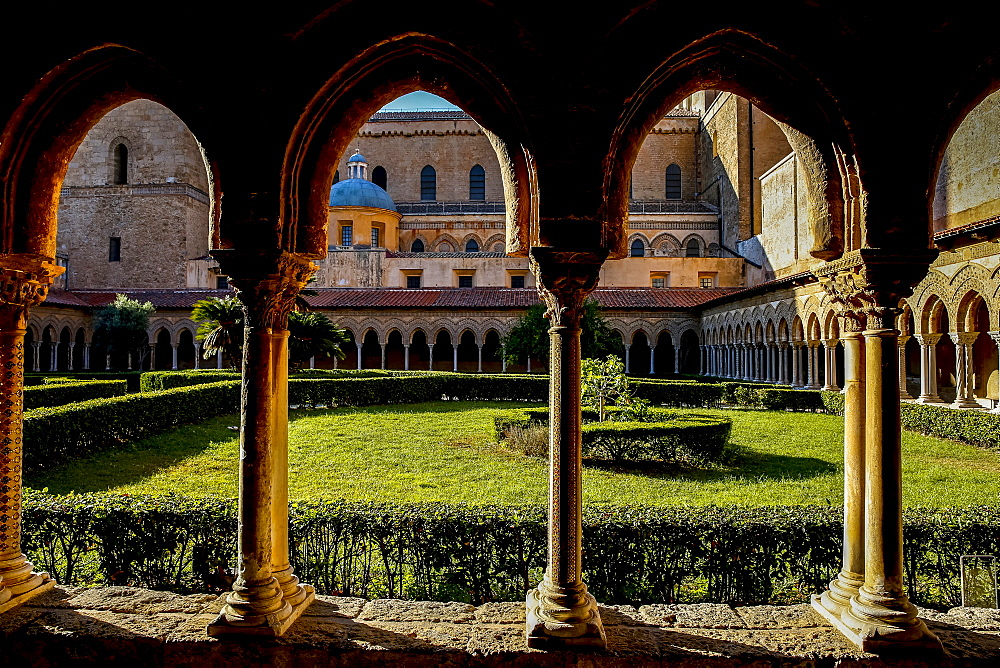 Santa Maria Nuova Cathedral cloister, Monreale, Sicily, Italy, Europe