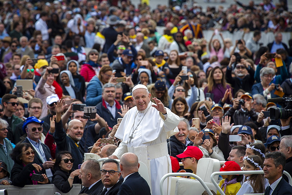 Pope Francis arrives for his weekly general audience in St. Peter's Square at the Vatican, Rome, Lazio, Italy, Europe - 809-7895