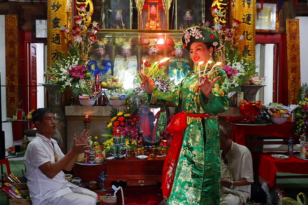 Mau Son Taoist temple, woman at Taoist ceremony, ritual of offerings, Sapa, Vietnam, Indochina, Southeast Asia, Asia - 809-7922