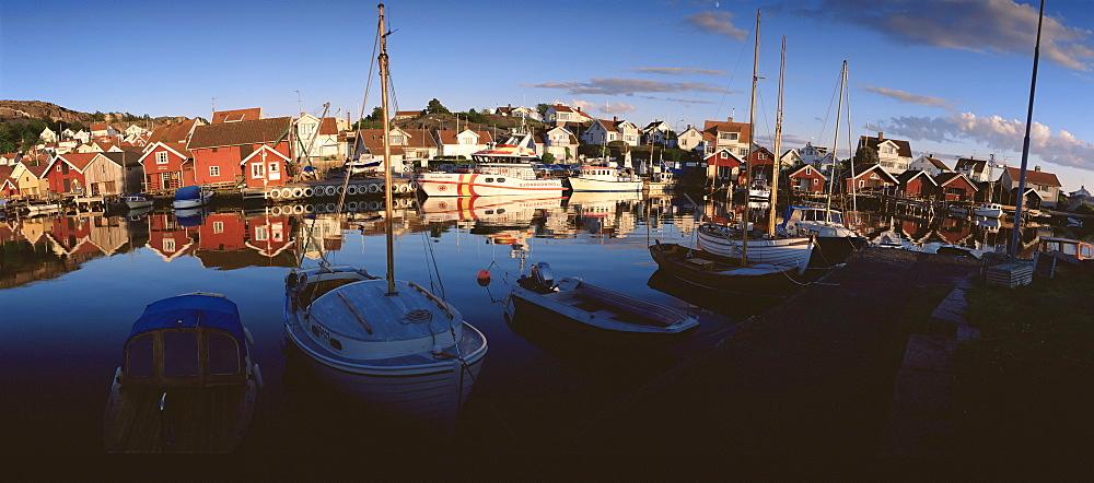 Sundown over South Harbour, Fjallbacka, a picturesque west coast village, Bohuslan, Sweden, Scandinaiva, Europe
