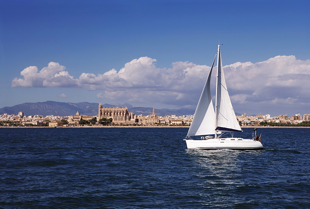 Yacht in the Bay of Palma looking back to La Seu Cathedral, Mallorca, Balearic Islands, Spain, Mediterranean, Europe - 812-127