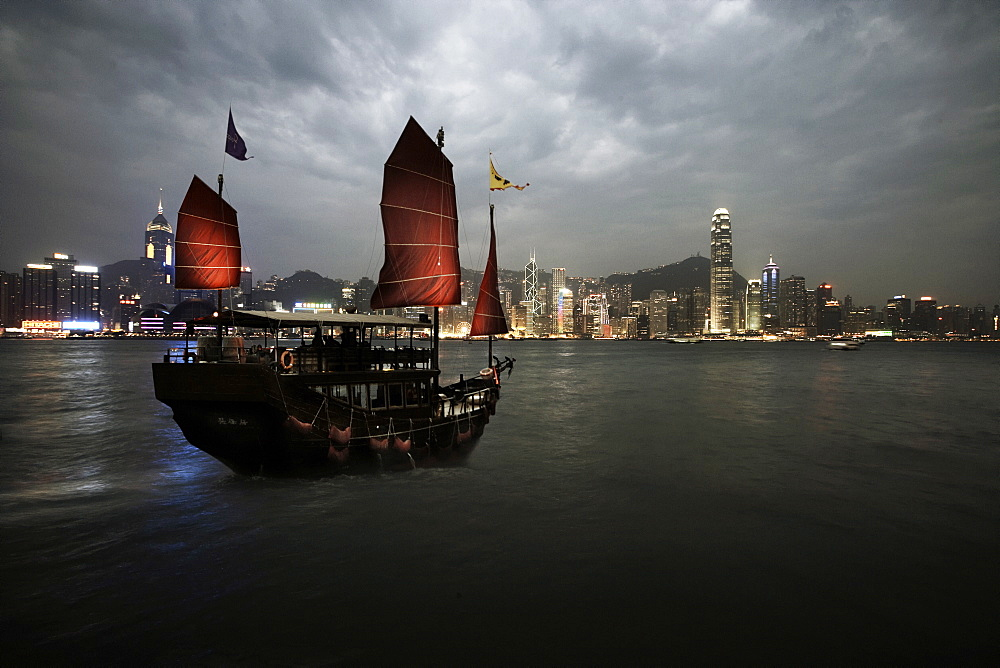 Chinese junk in Hong Kong harbour, Hong Kong, China, Asia - 812-84