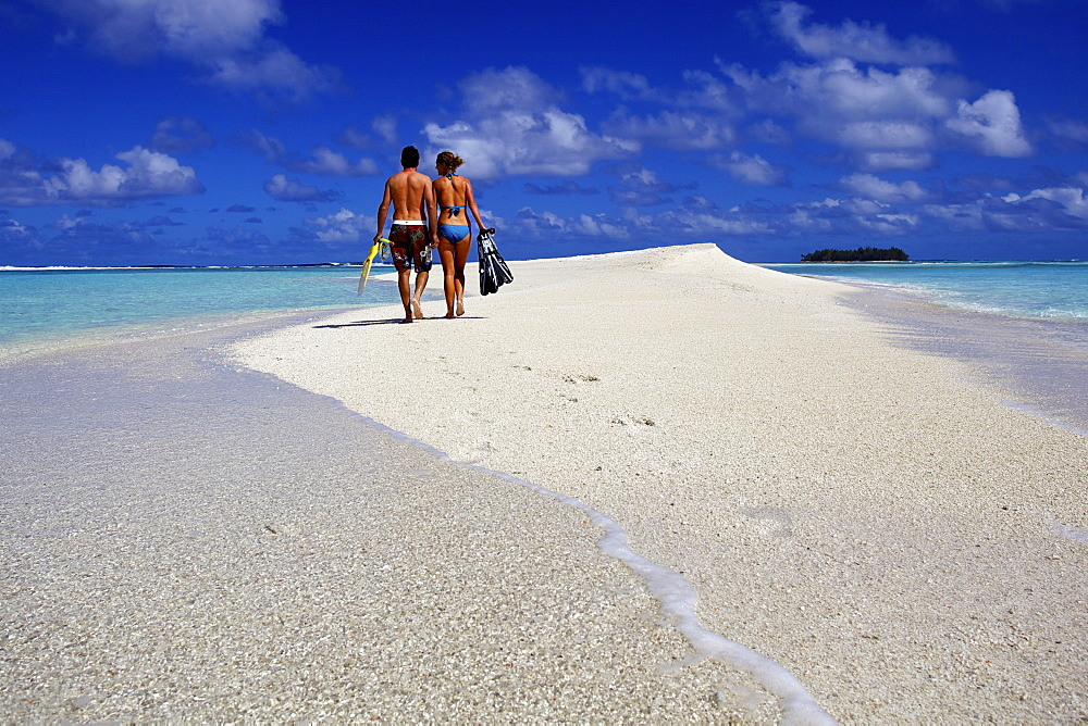 Couple in the Tuamotu islands, French Polynesia, Pacific Islands, Pacific - 814-1502