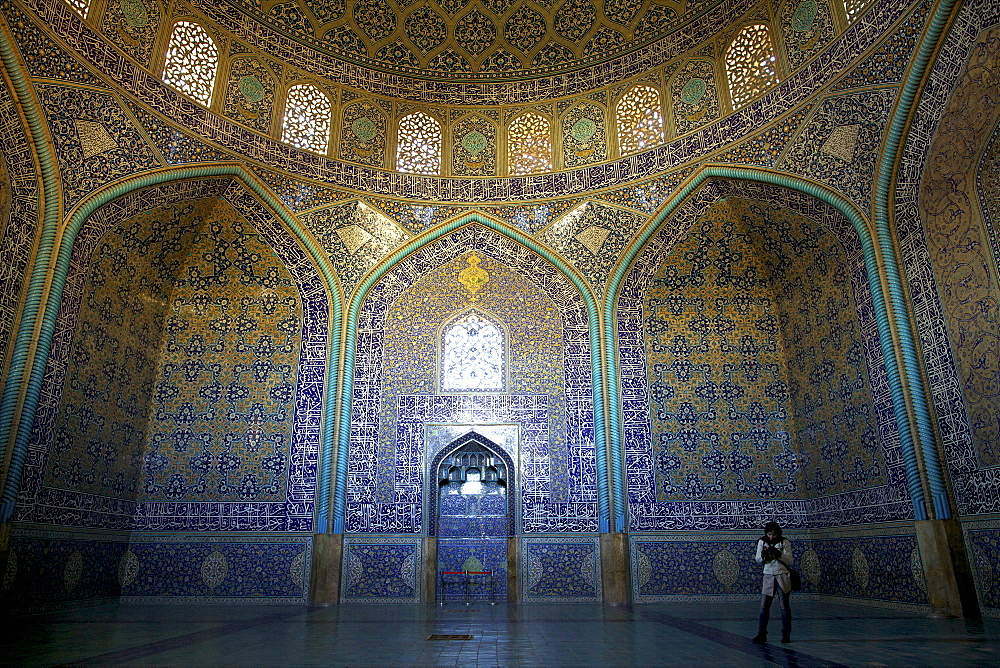Inside the Sheikh Lotfollah Mosque, Isfahan, Iran, Middle East - 814-1517