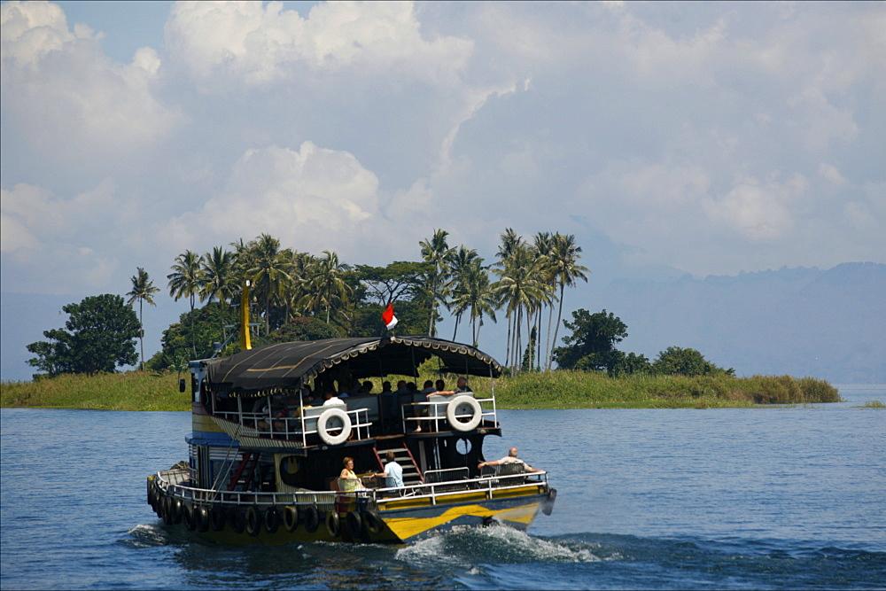 Cruising on Lake Toba, Sumatra, Indonesia, Southeast Asia, Asia
