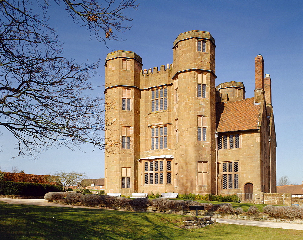 Leicester's gatehouse from the south east, Kenilworth Castle, Kenilworth, Warwickshire, England, United Kingdom, Europe