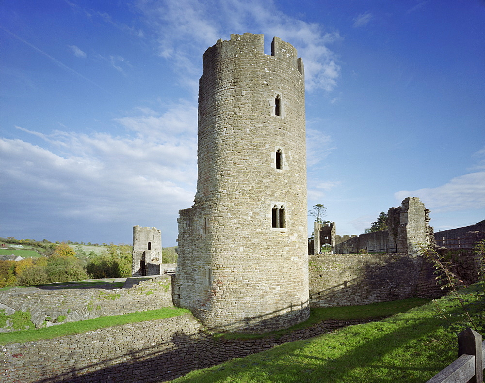 View of wall and towers with gatehouse in distance, Farleigh Hungerford Castle, Somerset, England, United Kingdom, Europe