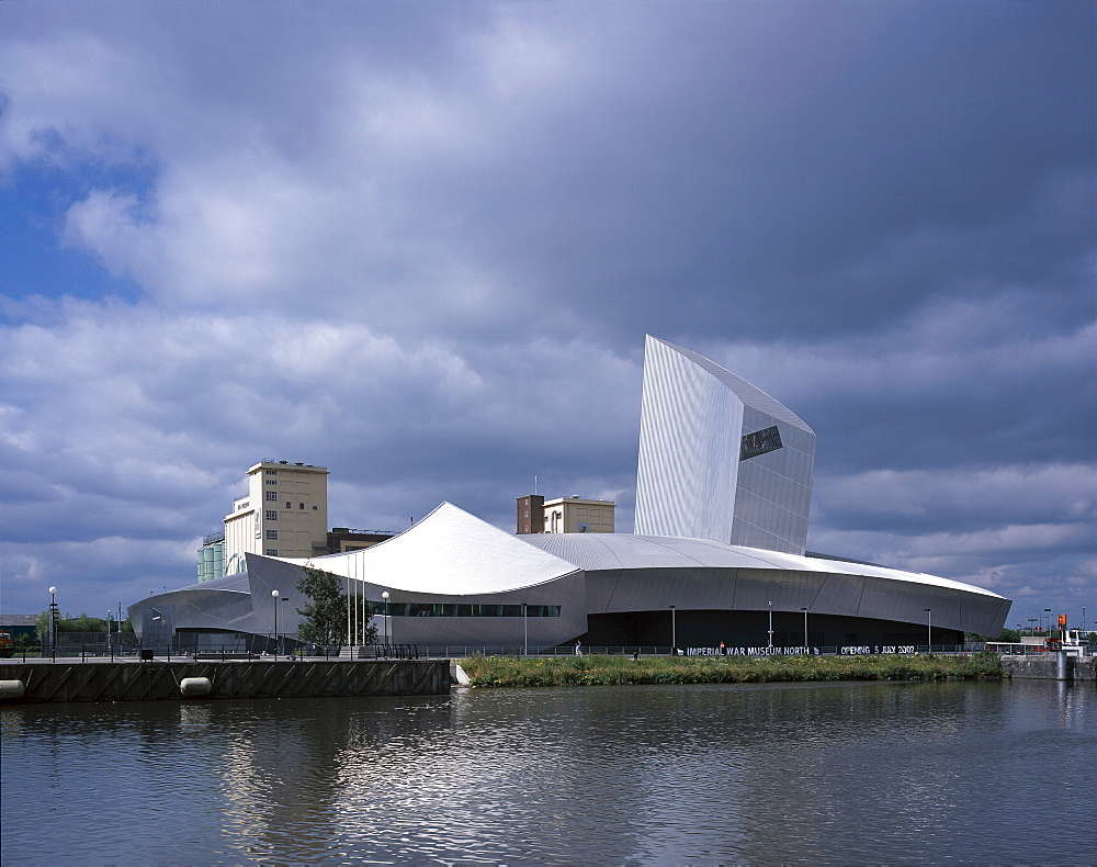 Imperial War Museum North, architects Daniel Libeskind, Salford, Manchester, England, United Kingdom, Europe