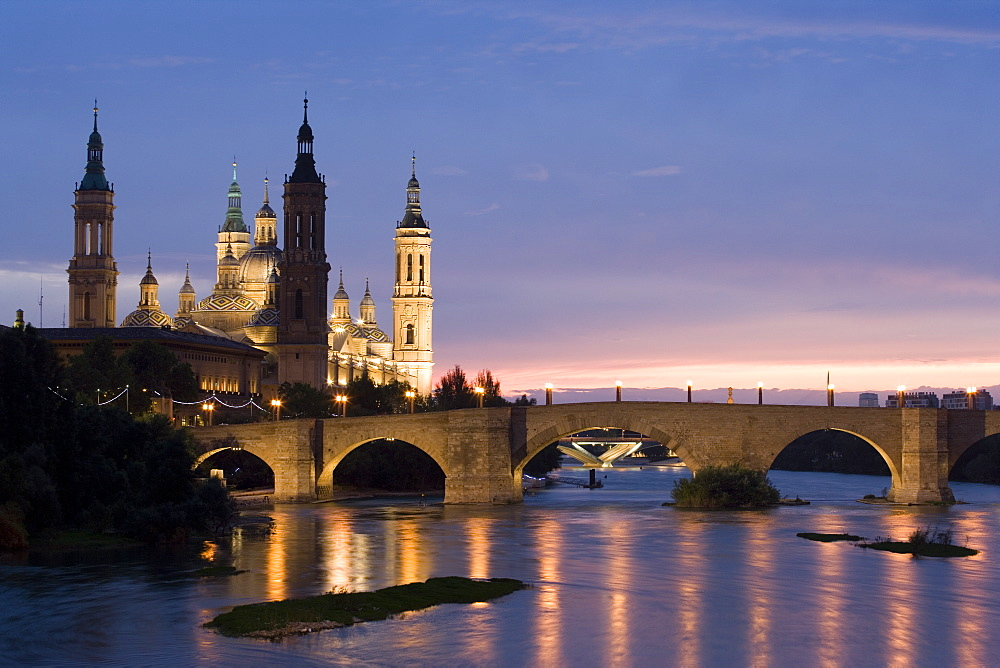 Basilica-Cathedral of Our Lady of the Pillar and Rio Ebro, Zaragoza, Aragon, Spain, Europe