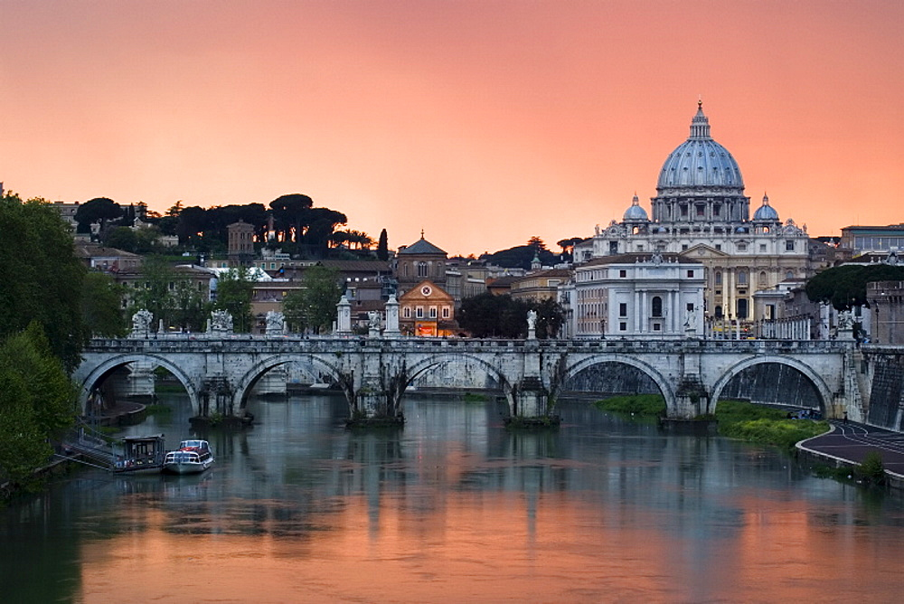 Ponte Sant'Angelo and St. Peter's Basilica at sunset, Vatican City, Rome, Lazio, Italy, Europe