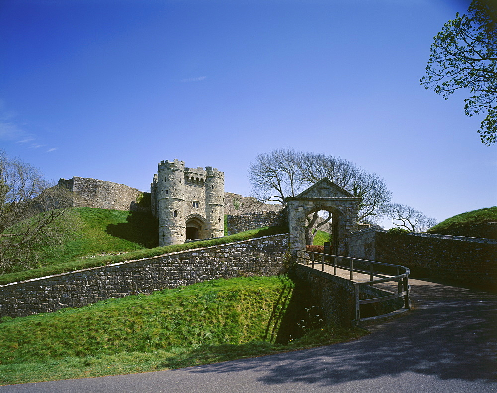 View of the entrance arch and gatehouse from the northwest, Carisbrooke Castle, Isle of Wight, England, United Kingdom, Europe