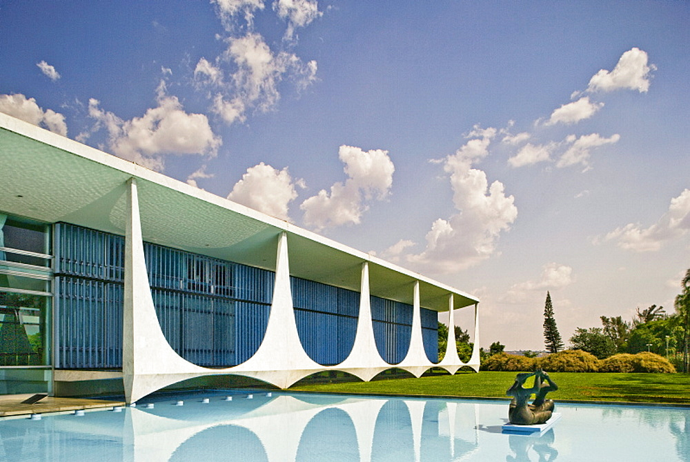 Palacio da Alvorada (Alvorada Palace), built in 1958, official residence of the President of Brazil, architect Oscar Niemeyer, Brasilia, UNESCO World Heritage Site, Brazil, South America - 815-939