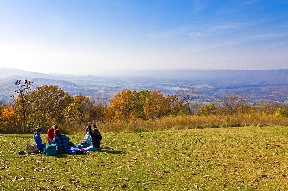 Tourists having a picnic, Shenandoah National Park, Virginia, United States of America, North America